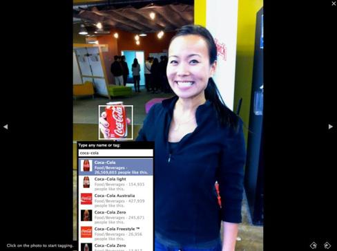 Tag Pagina Facebook Coca-Cola in una foto